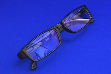 目を守る PC眼鏡 コンビニ デザイン